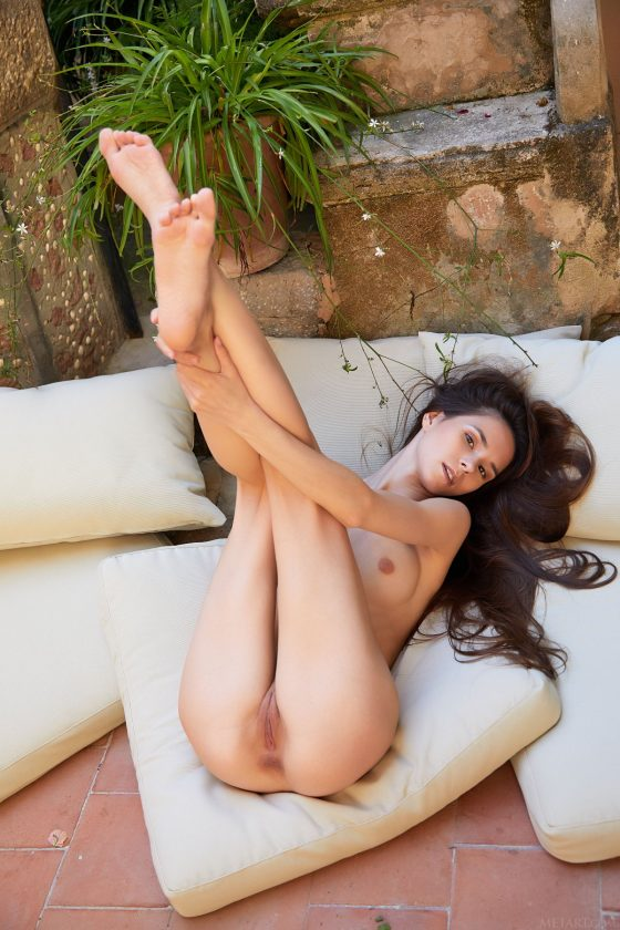 Leona Mia Nude In Homemade Lounge MetArt Model Pictures